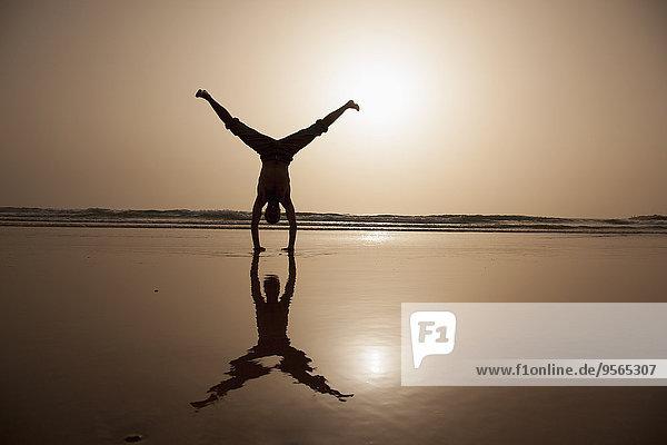 Handstand,Mann,Strand,Silhouette,zeigen,Länge,voll