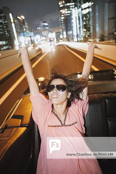 Frau,Fröhlichkeit,Auto,fahren,mitfahren
