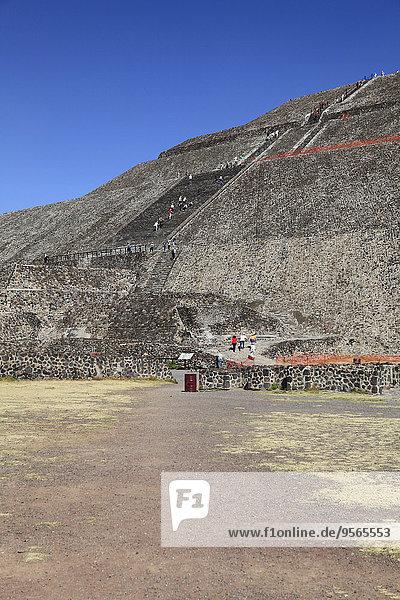 pyramidenförmig,Pyramide,Pyramiden,Mensch,Menschen,Besuch,Treffen,trifft,Sonne,Teotihuacan