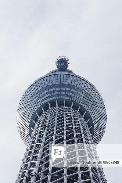 Tiefblick auf Tokyo Skytree gegen den Himmel