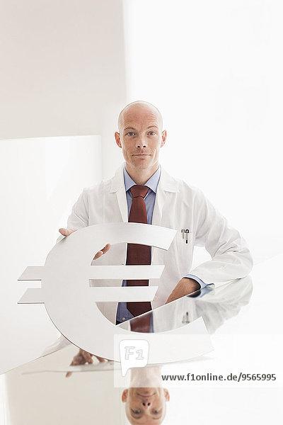 Portrait,Schreibtisch,Symbol,Arzt,Krankenhaus,halten,Hoffnung,Euro