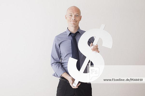 Portrait,Geschäftsmann,halten,Zeichen,weiß,Hintergrund,Dollar,Hoffnung,Signal