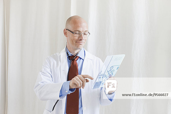 berühren,Zukunft,lächeln,Arzt,Krankenhaus,Tablet PC