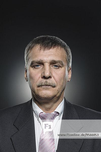 Portrait,Geschäftsmann,schwarz,Hintergrund,Hoffnung