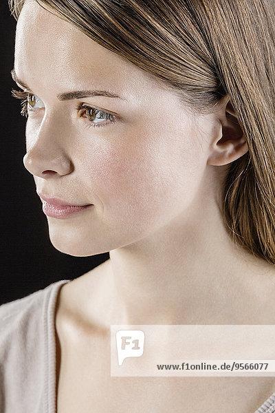 junge Frau,junge Frauen,schwarz,Hintergrund,Close-up,Nachdenklichkeit