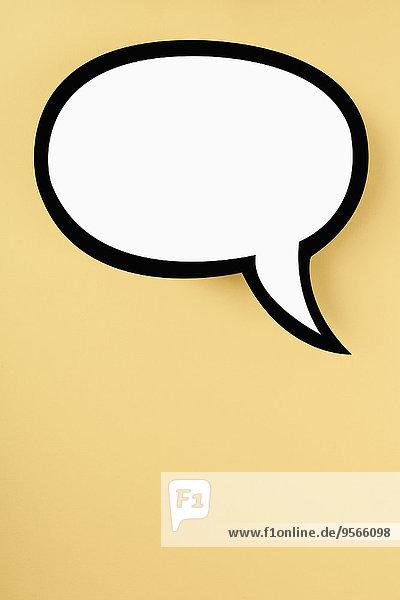 Leere Sprechblase vor gelbem Hintergrund