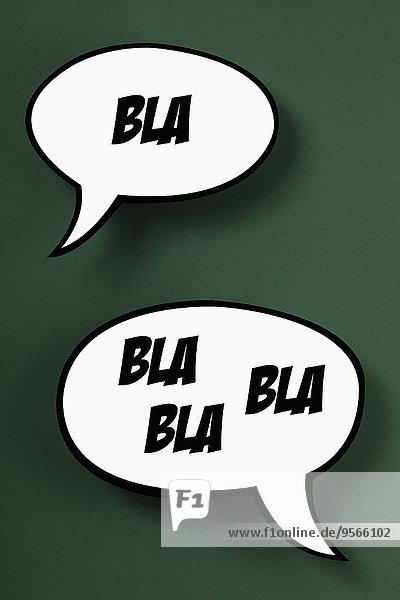 BLA Sprechblasen vor grünem Hintergrund