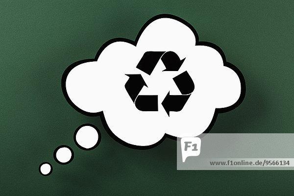 Recycling-Symbol in Gedankenblase vor grünem Hintergrund