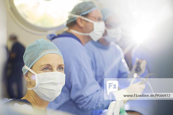 Portrait der Anästhesistin im Operationssaal