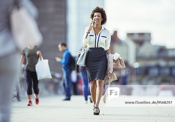 Handy,Geschäftsfrau,sprechen,Großstadt