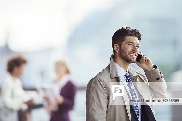 Handy,Außenaufnahme,sprechen,Geschäftsmann,freie Natur
