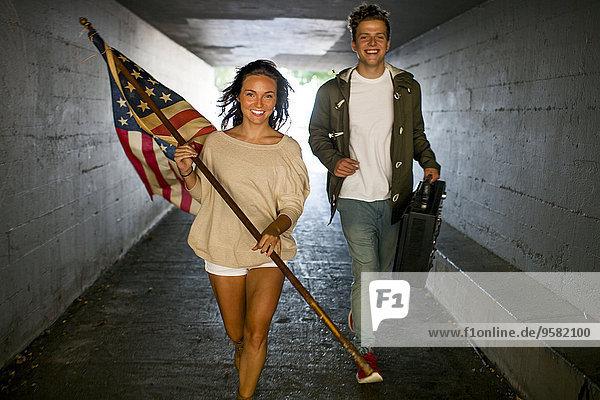 Europäer tragen Tunnel Fahne amerikanisch Boom