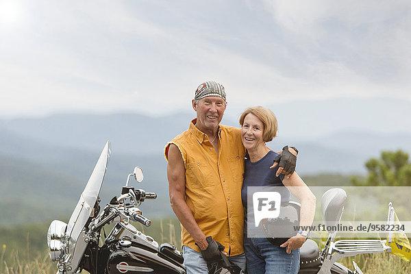 Europäer lächeln Motorrad alt