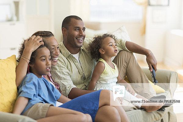 Zusammenhalt sehen Zimmer Fernsehen Wohnzimmer