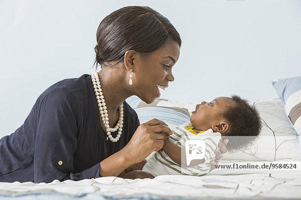 Sohn, Bett, 0-4 Wochen, 0 bis 4 Wochen, wiegen, Mutter - Mensch, Baby