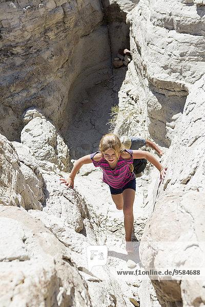 Felsbrocken Europäer Anordnung Mädchen klettern
