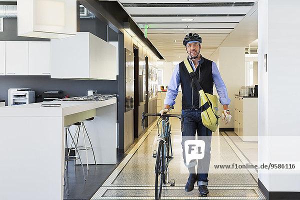 Europäer Geschäftsmann Büro Fahrrad Rad