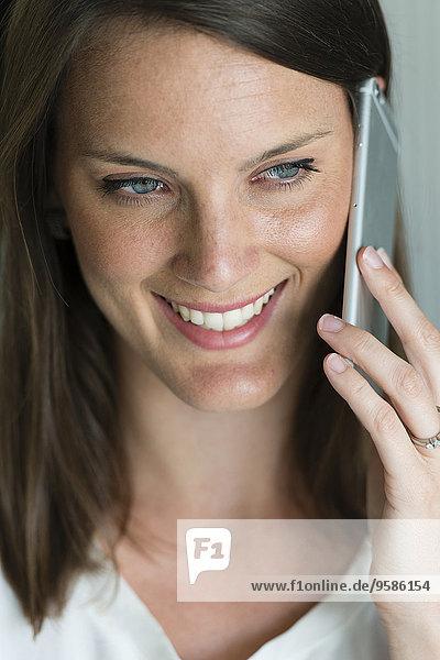 Handy Europäer Frau sprechen