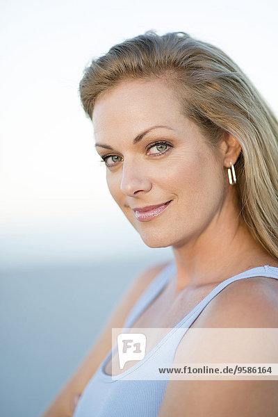Außenaufnahme Europäer Frau lächeln freie Natur