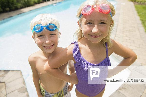 nahe Europäer lächeln Schwimmbad