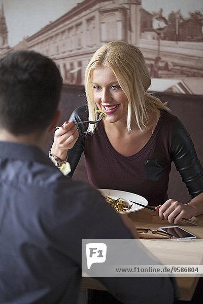Cafe essen essend isst