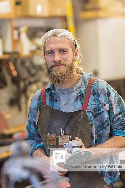Europäer lächeln Handwerker