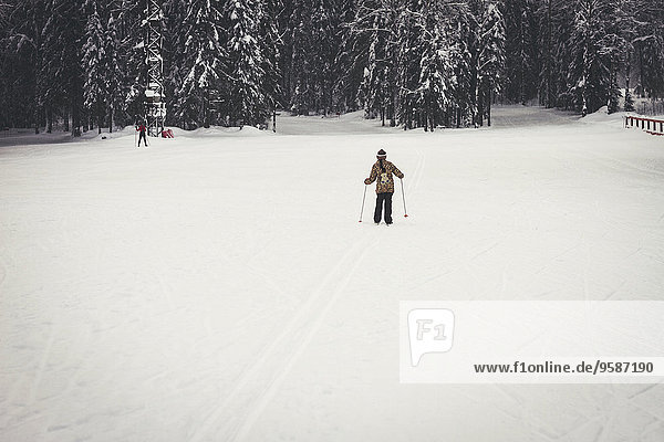 Europäer Schnee Feld Skisport querfeldein Mädchen Cross Country