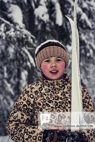 Europäer Ski tragen Wald Mädchen