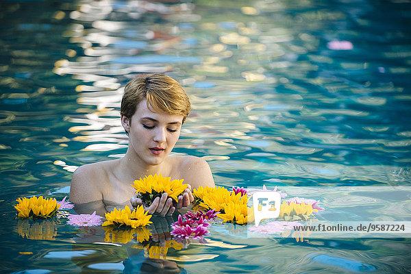 Frau Blume See spielen