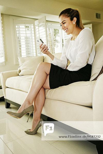 Handy benutzen Europäer Geschäftsfrau Couch Handy,benutzen,Europäer,Geschäftsfrau,Couch