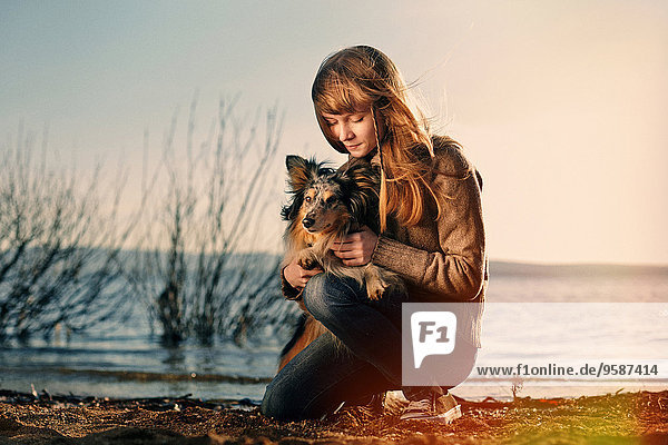 nahe Europäer Hund See streicheln Mädchen nahe,Europäer,Hund,See,streicheln,Mädchen