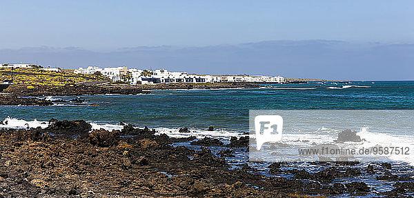 Spanien  Kanarische Inseln  Lanzarote  Punta de la Vela  Fischerdorf Arrieta  Panorama