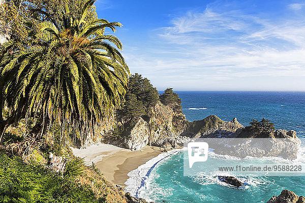 USA  Kalifornien  Pazifikküste  National Scenic Byway  Big Sur  McWay Falls und McWay Cove  Julia Pfeiffer Burns State Park