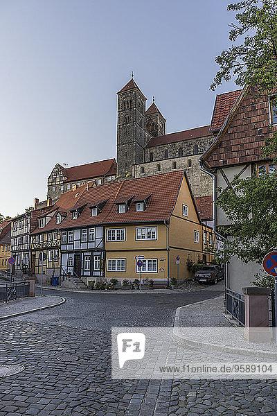 Deutschland  Sachsen-Anhalt  Quedlinburg  Stiftskirche St. Servatius auf dem Schlossberg  Fachwerkhäuser