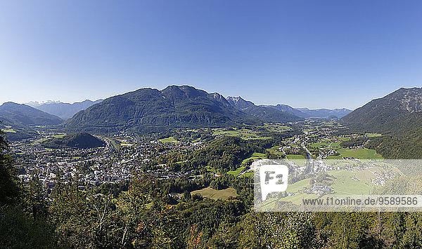 Österreich  Oberösterreich  Salzkammergut  Blick nach Bad Ischl  Katrinberg in der Mitte und Ischlfluss rechts