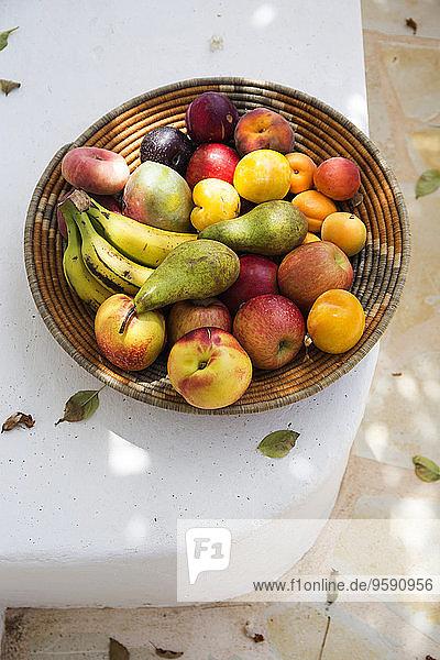 Spanien  Bio-Lebensmittel  Korb voller Früchte