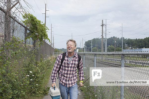Lachender Fischer auf dem Industrieweg  Monroe  Michigan  USA