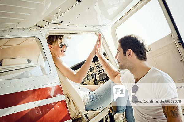 Flugzeug Vorbereitung Verletzung der Privatsphäre jung Start