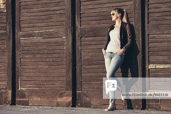 junge Frau junge Frauen Portrait Sonnenbrille