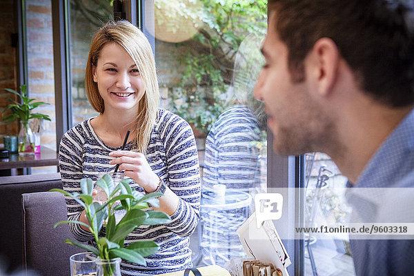 Interior zu Hause Zusammenhalt Freundschaft Kaffee