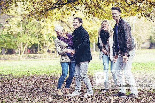 Freundschaft Herbst Spaß