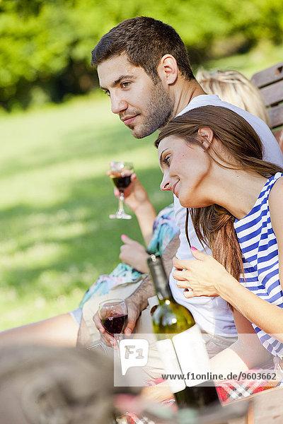 Mensch Menschen Rotwein Pause jung trinken Pause machen
