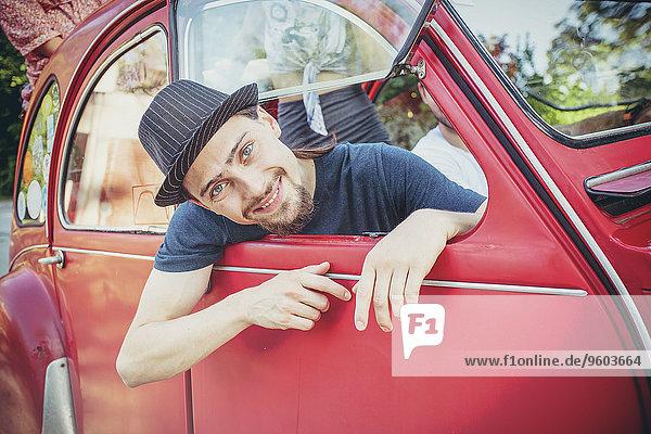 Mensch Menschen Auto Reise Fernverkehrsstraße Retro rot jung