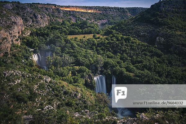 Laubwald, Wasserfall, Kroatien