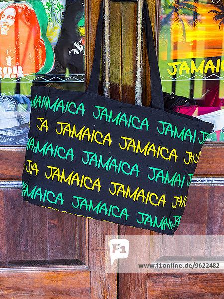 Jamaika  Ocho Rios  Einkaufstasche mit Aufschrift Jamaika