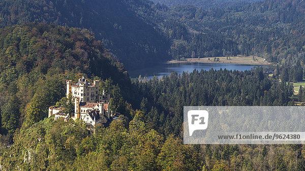 Deutschland  Bayern  Allgäu  Schloss Hohenschwangau und Schwansee