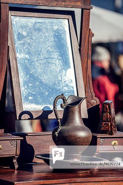 Portugal  Lissabon  alte Objekte auf dem Flohmarkt von Feira da Ladra Portugal, Lissabon, alte Objekte auf dem Flohmarkt von Feira da Ladra