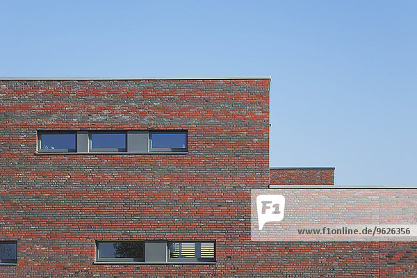 Deutschland  Köln Widdersdorf  Klinkerfassade Wohnhaus