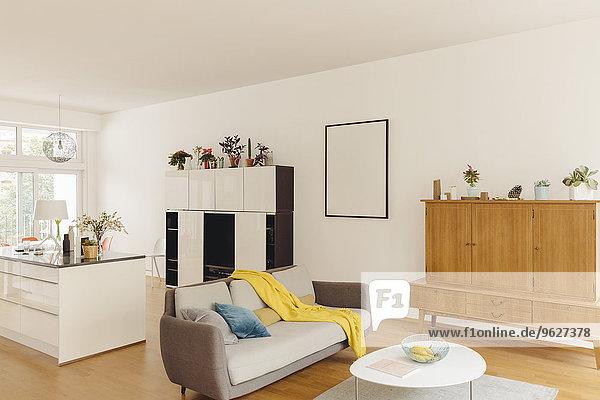 Wohn- und Küchentheke im modernen Haus