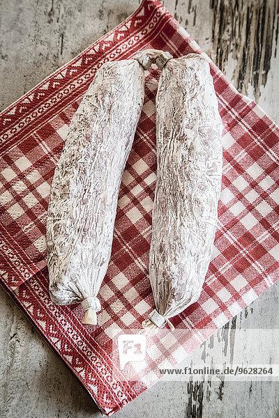 Paar Casareccia auf rot-weißer Serviette
